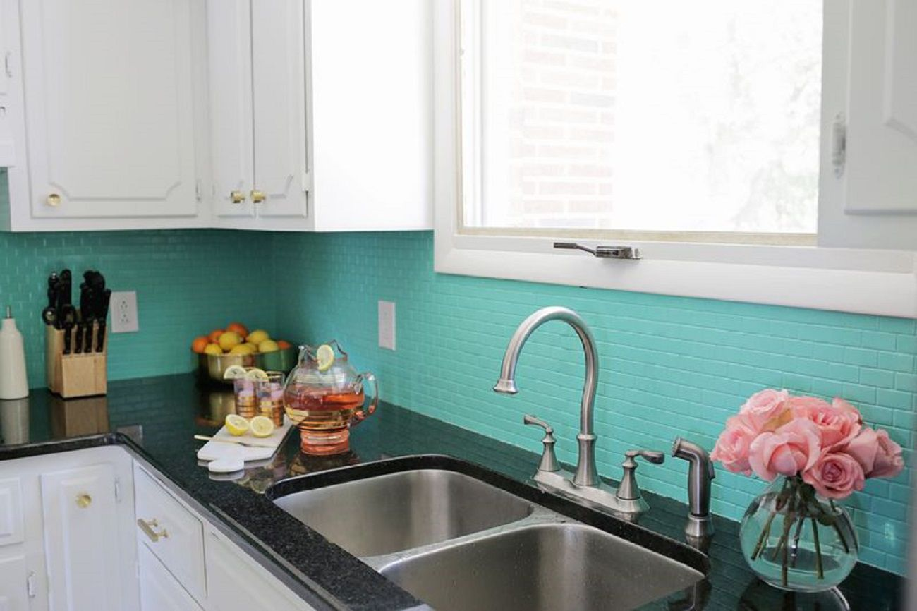 Make Your Kitchen Look Stylish With Glass Splashbacks